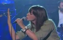 """Cat Power Performs """"Metal Heart"""" On Letterman"""