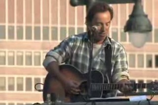 Bruce Springsteen Stumps And Strums For Obama In The Streets Of Philadelphia