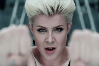 """Robyn – """"Dancing On My Own"""" Video"""