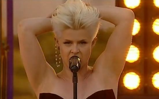 """Robyn Does """"Dancing On My Own"""" Live, Is Pretty Much The Best At All Times"""