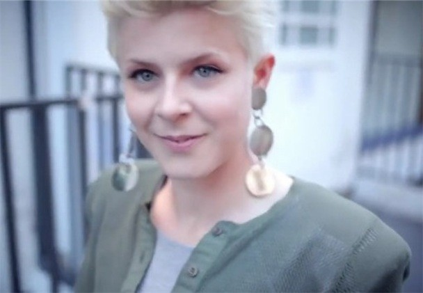 """Robyn - """"Hang With Me"""" Video"""