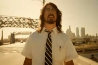 "Foo Fighters – ""Walk"" Video"