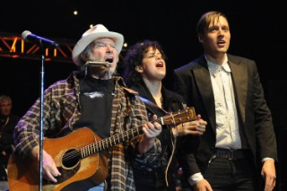 "Arcade Fire Cover ""Helpless"" With Neil Young"