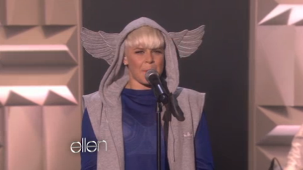 Robyn Plays 'Ellen'
