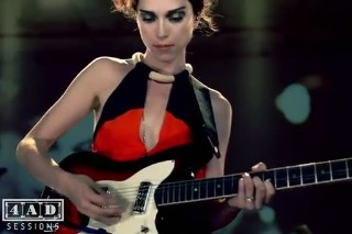 """St. Vincent – """"Year Of The Tiger"""" Live Video"""