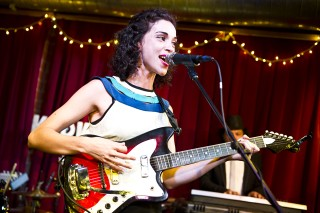 St. Vincent Covers The Pop Group, Plays KCRW