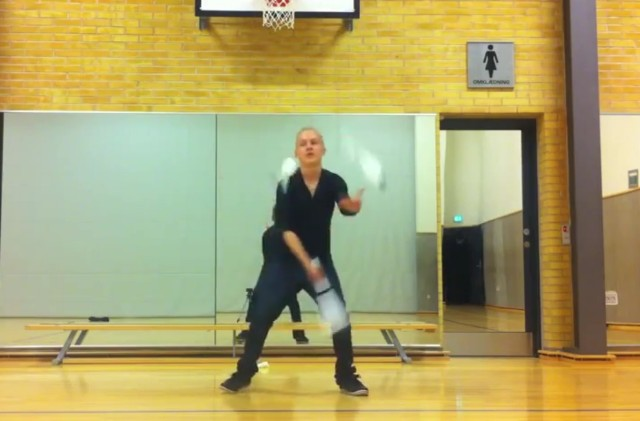 Dubstep juggler