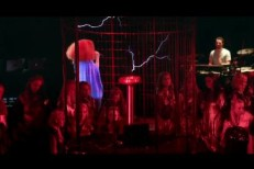"Björk - ""Thunderbolt"" Video"