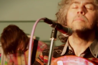 "Watch Flamings Lips Cover ""I Am The Walrus"" In Studio"