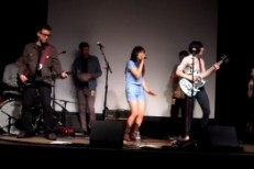 "Carrie Brownstein, Fred Armisen, Thao & Mirah Cover ""Push It"""