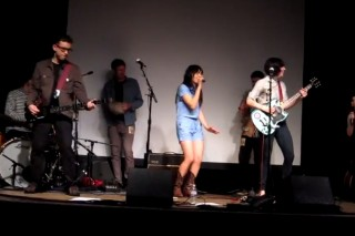"""Carrie Brownstein, Fred Armisen, Thao & Mirah Cover """"Push It"""""""