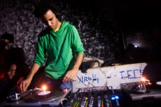 "Four Tet – ""Jupiters"" & ""Ocoras"""