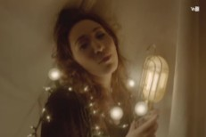 "Regina Spektor - ""Don't Leave Me"" video"