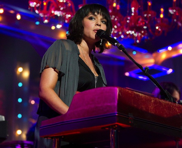 Watch Norah Jones Play