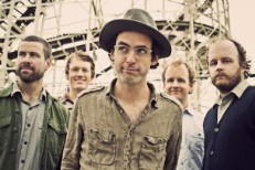 Guitarist & Basisst Quit Clap Your Hands Say Yeah