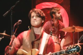 Watch Vampire Weekend Play New Songs On QTV