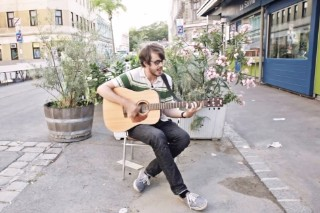 """Watch Cloud Nothings' Dylan Baldi Play New Song """"Psychic Trauma"""" Acoustic In Vienna"""