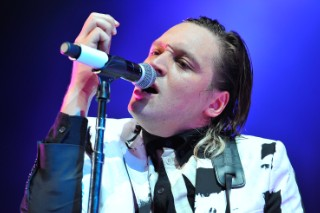 """Arcade Fire's Win Butler Has Hilarious Response To Mean Review: """"Yeah, I'm A Super-Dork Because I Play With David Bowie"""""""