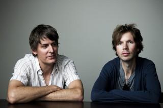 """Watch Stephen Malkmus & The Jicks Mash Up Beck's """"Golden Age"""" & """"Debra"""" With """"Gold Soundz"""""""