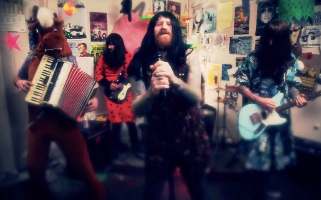 "The Coathangers - ""Follow Me"" video"