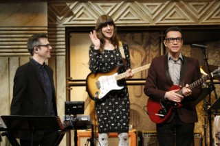 Watch Eleanor Friedberger Sit In With The 8G Band On <em>Late Night With Seth Meyers</em>
