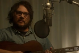 Watch Jeff Tweedy Learn To Write An Honest Folk Song On <em>Portlandia</em>