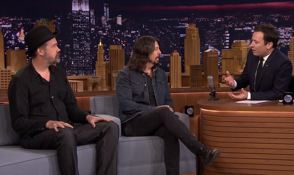 watch dave grohl krist novoselic on the tonight show stereogum. Black Bedroom Furniture Sets. Home Design Ideas