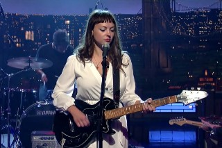 Watch Angel Olsen Sing &#8220;Hi-Five&#8221; On <em>Letterman</em>