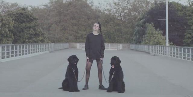 "MØ - ""Walk This Way"" video"