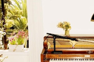 "Emile Hayne – ""A Kiss Goodbye"" (Feat. Charlotte Gainsbourg, Devonté Hynes, & Sampha)"