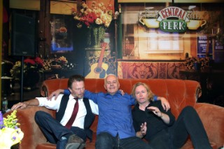 94core: The Rembrandts Sang The <em>Friends</em> Theme At A Pop-Up Central Perk In NYC Last Night