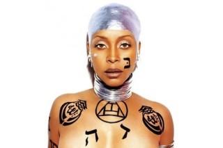 Watch Erykah Badu Busk For Change In Times Square