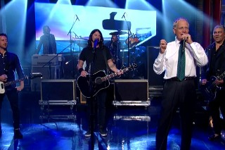 Watch The Foo Fighters Get Personal With David Letterman, Duet With Tony Joe White