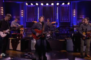 Watch Jeff Tweedy Play Charades With Ewan McGregor, Wilco Perform On <em>The Tonight Show</em>