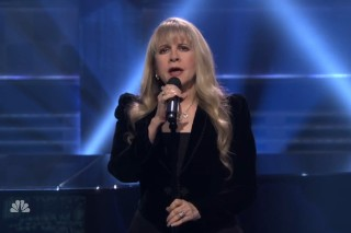 Watch Stevie Nicks Bring The Gravity On <em>The Tonight Show</em>