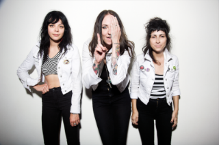 """The Coathangers – """"Sex Beat"""" (The Gun Club Cover)"""