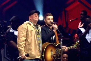 "Watch Justin Timberlake & Garth Brooks Duet On ""Friends In Low Places"""