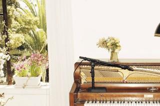 "Emile Haynie – ""A Kiss Goodbye Reprise"" (Feat. Charlotte Gainsbourg, Devonté Hynes, & Sampha)"
