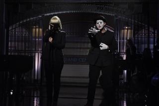 Watch Sia, Maddie Ziegler, &#038; A Signing Mime Do <em>SNL</em>