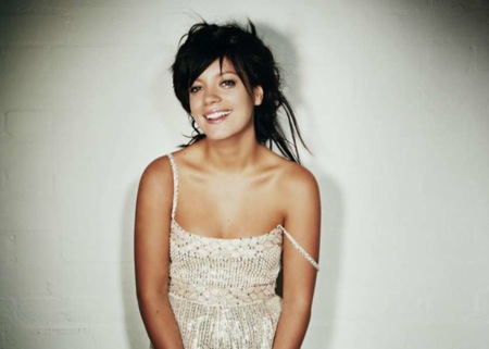 "Lily Allen Covers The Clash Song ""Paper Planes"" Sampled"