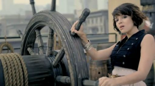 norahjones-chasingpirates-video4.jpg