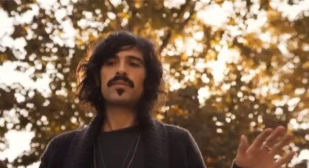 """Devendra Banhart – """"Baby"""" Video (Feat. Fabrizio Moretti, Andrew VanWyngarden, GZA)"""