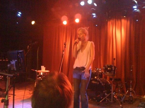 gwyneth_paltrow_karaoke