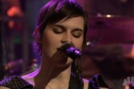 "Kaki King Brings ""Falling Day"" To Fallon"