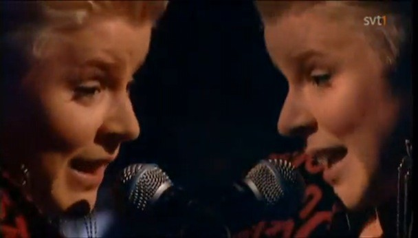 "Robyn - ""Fembot"" Live"