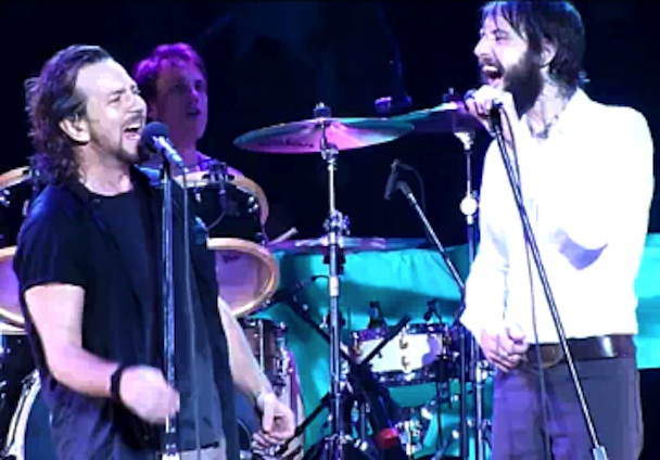 """Ben Bridwell Joins Pearl Jam On MSG """"Hunger Strike"""""""