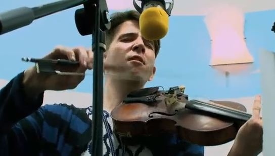 """Owen Pallett – """"Game Of Pricks"""" (Guided By Voices Cover) Live Video"""