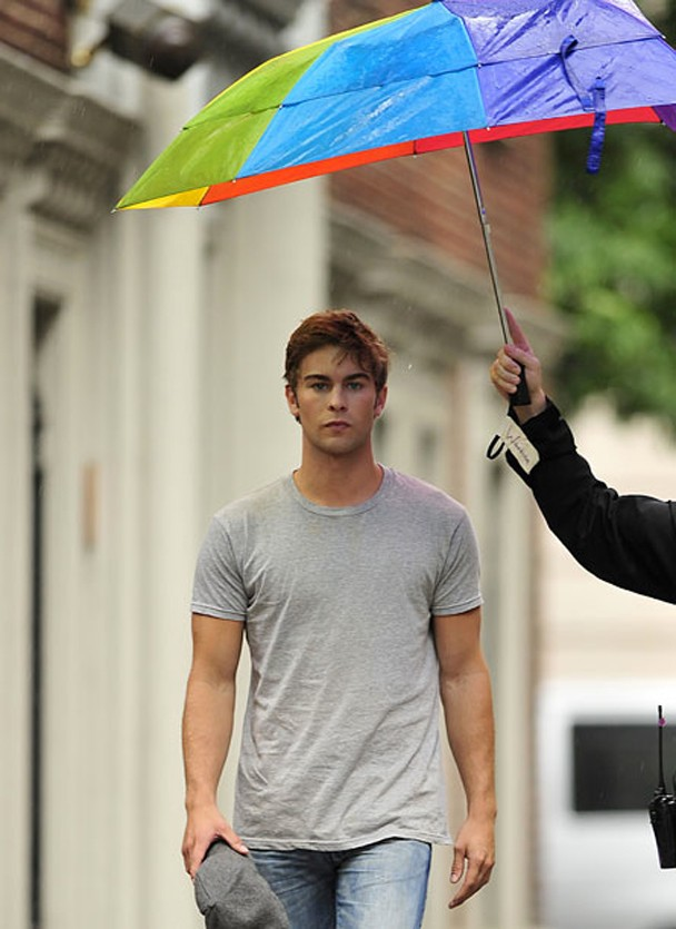 chace_crawford_umbrella