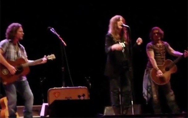 Patti Smith, Eddie Vedder & Johnny Depp Play West Memphis 3 Benefit
