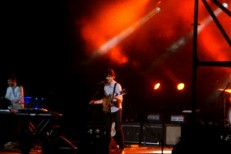"""Vampire Weekend – """"I'm Goin' Down"""" (Bruce Springsteen Cover) Live Video"""